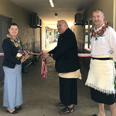 The ribbon cutting ceremony with the Acting Australian High Commissioner and the Tongan Ministry of health cutting the ribbon. Standing next to them is the Tongan Project Manager.